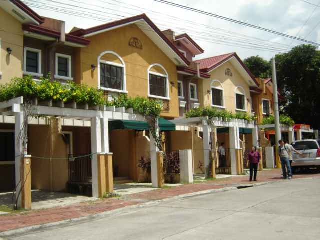 House & Lot for Sale in Bf Resort Village Las Pinas City - 110 Sqm