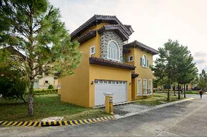 House & Lot for Sale in Portofino South Las Pinas City - 252 Sqm