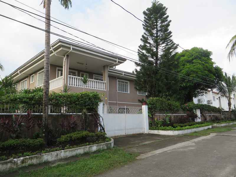 House & Lot for Sale in Talon 5 Las Pinas City - 300 Sqm