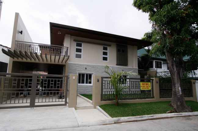 House and Lot in Tahanan Village, BF Homes , Paranaque City for Sale