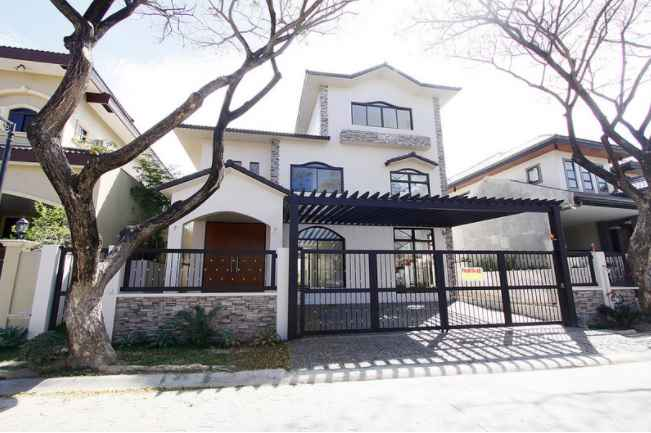 House in Portofino Heights, Las Pinas for Sale